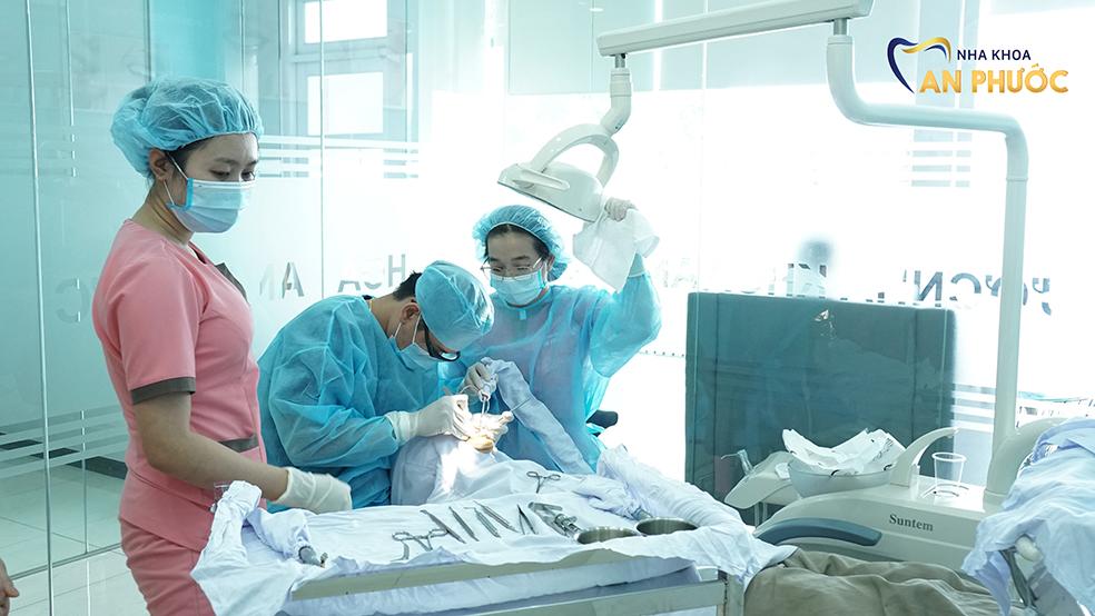 Tiêu chí lựa chọn nha khoa trồng răng implant uy tín tại Long An
